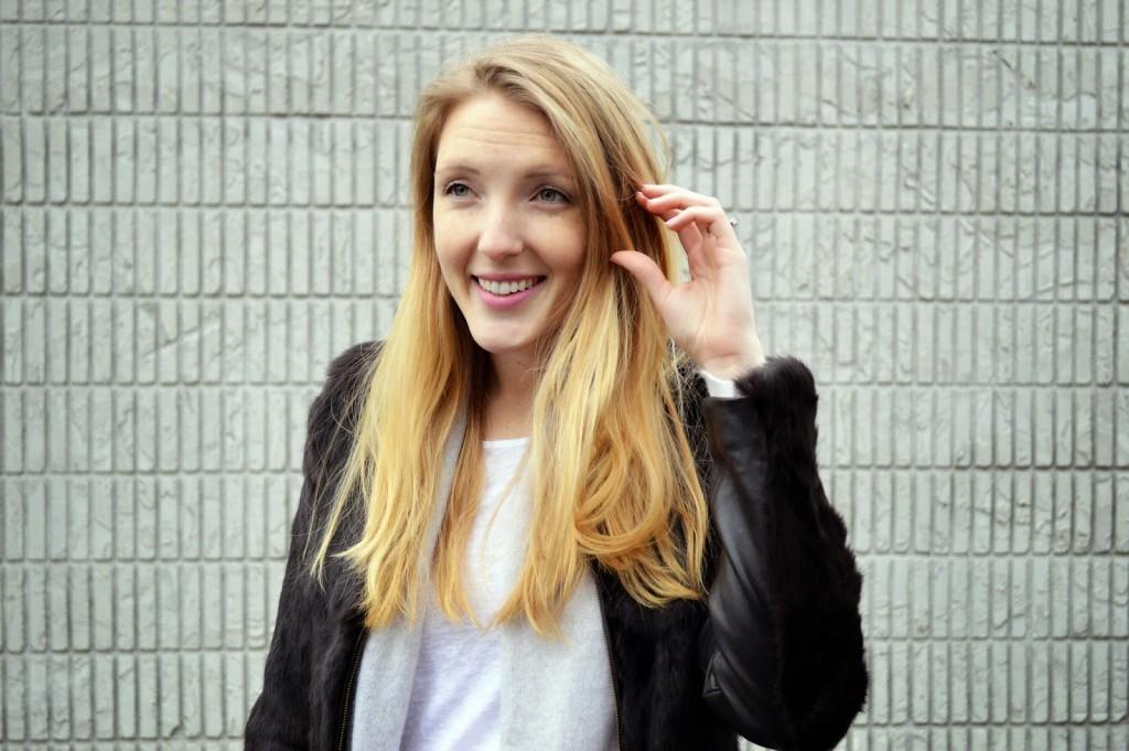 women's long blonde hair