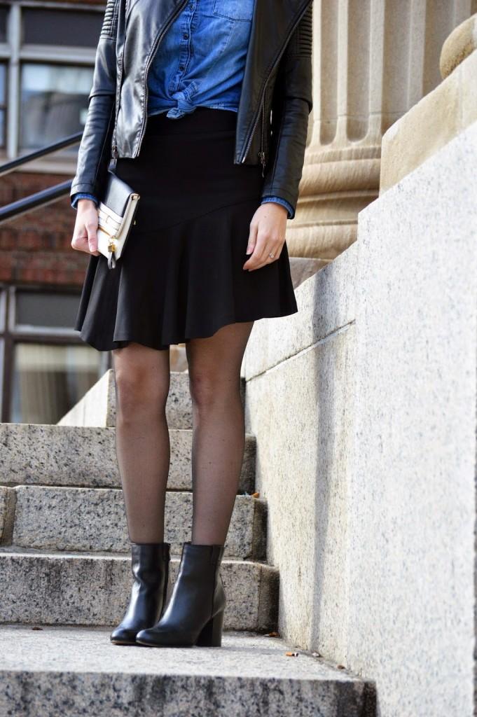 Banana Republic black flared skirt