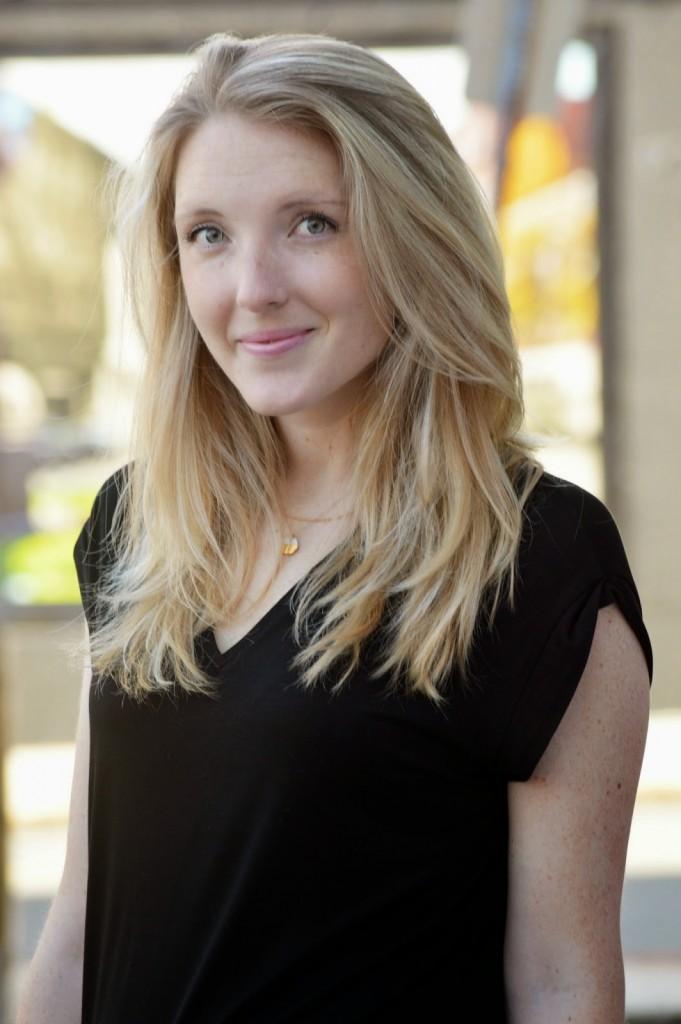 women's medium blonde hairstyle