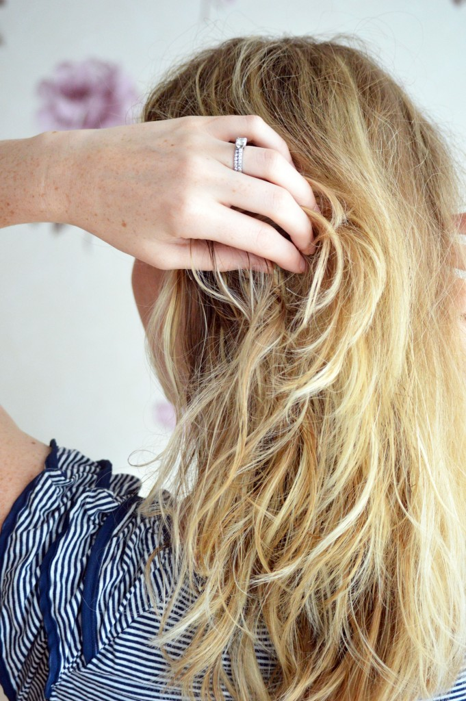 the perfect messy summer beach wave hairstyle