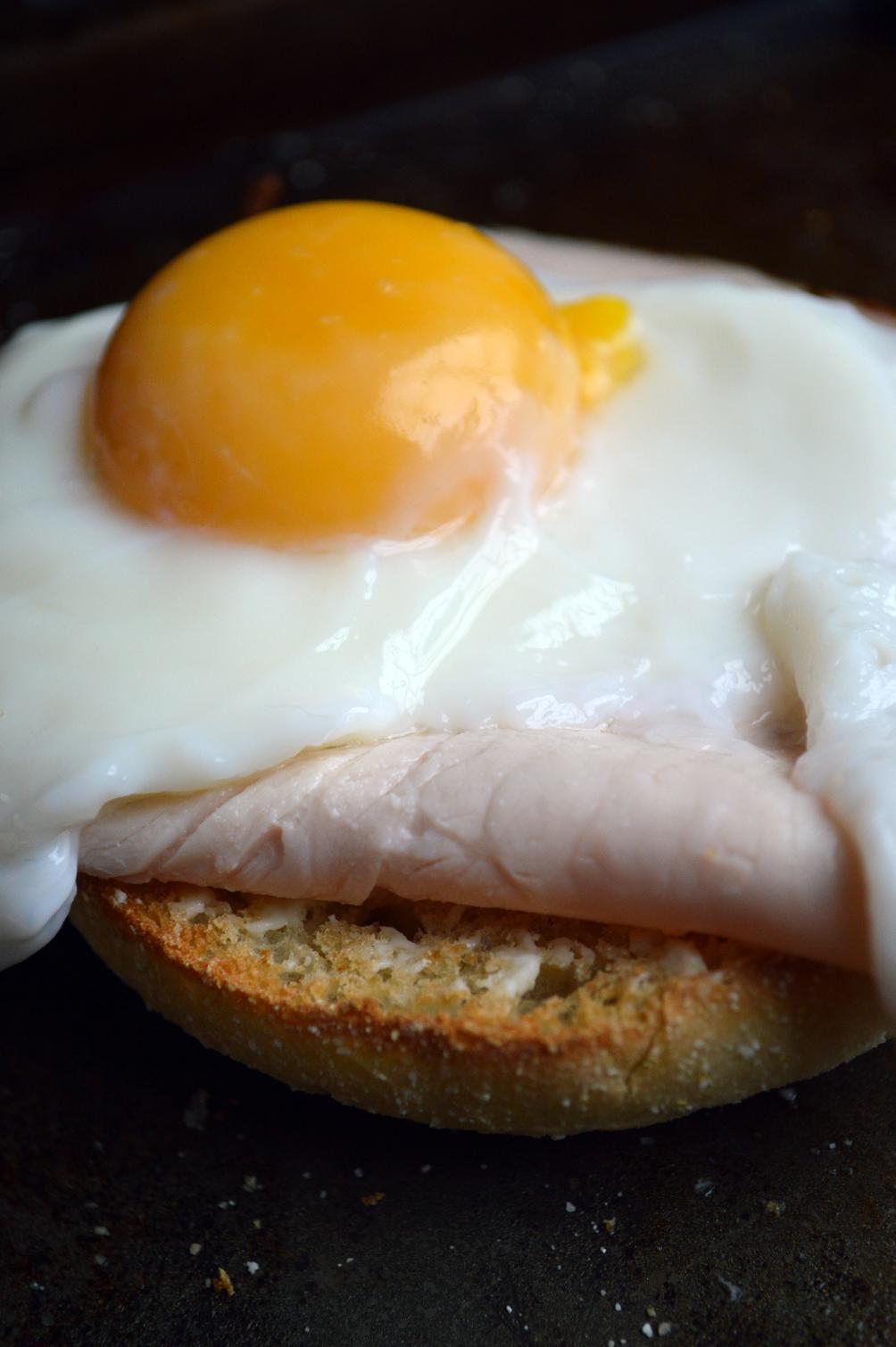 healthy egg turkey breakfast sandwich