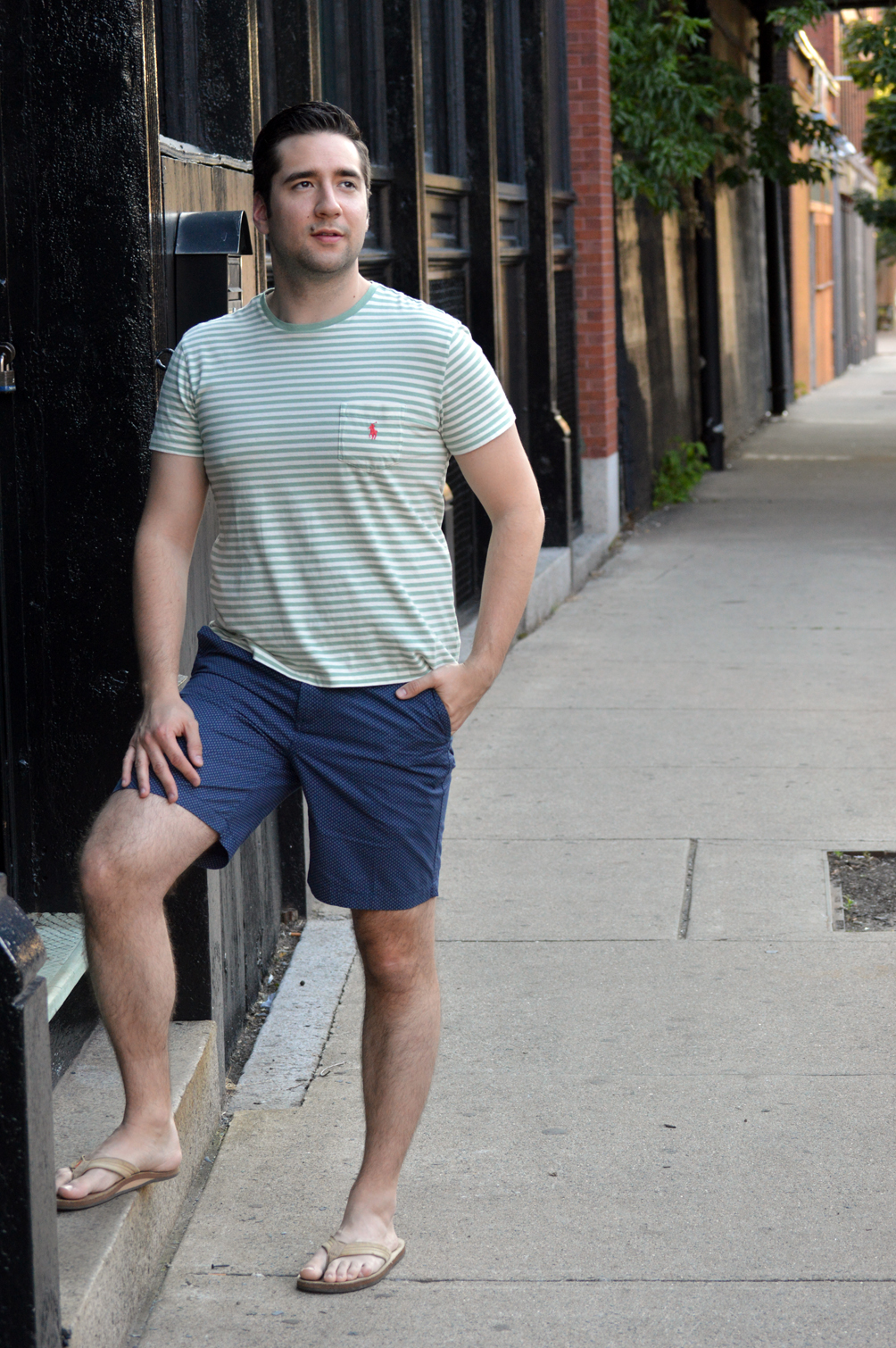striped shirt and pattern shorts summer outfit inspiration