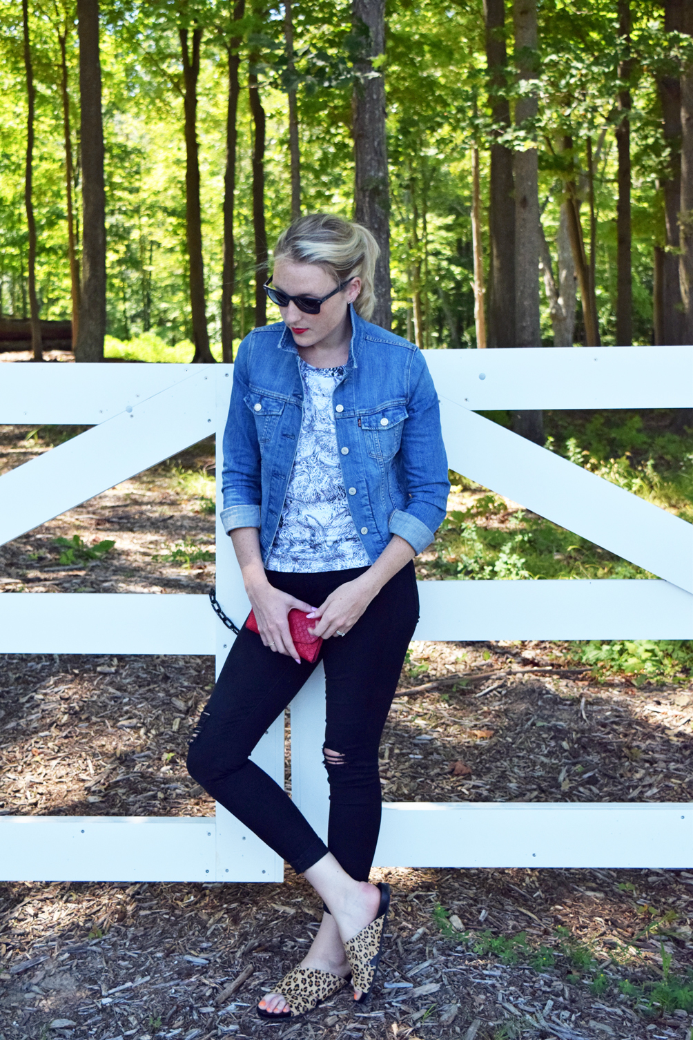 two ways to wear a jean jacket for summer and fall