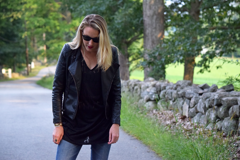 layers of black with wayfarers for fall