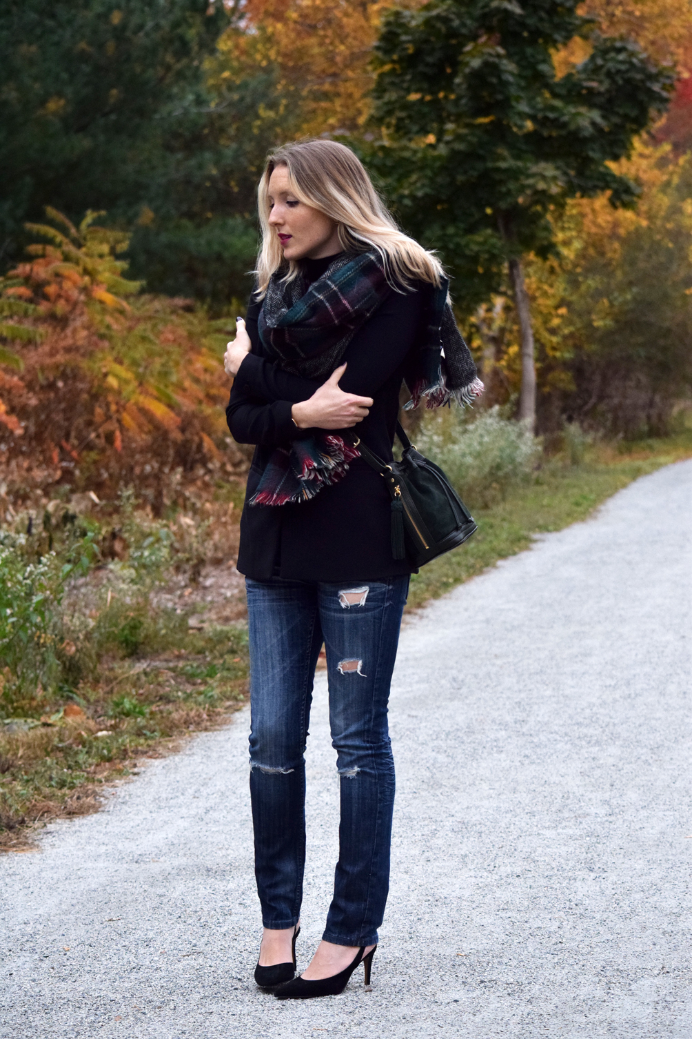 chunky plaid scarf with black turtleneck and destroyed jeans