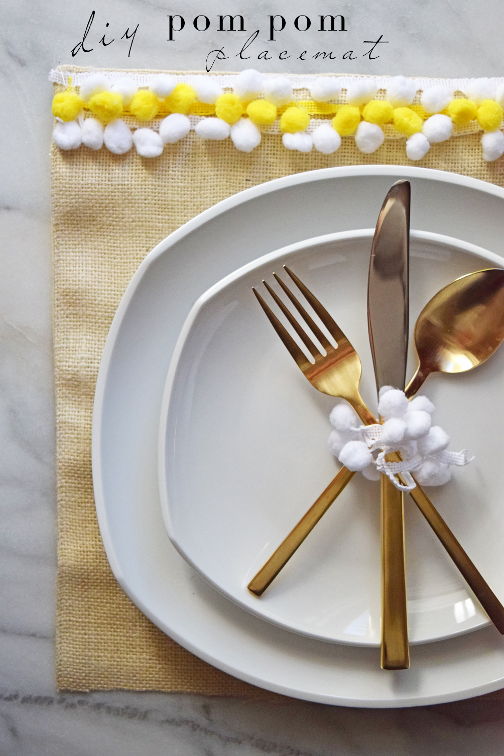 DIY pom pom placemat tutorial