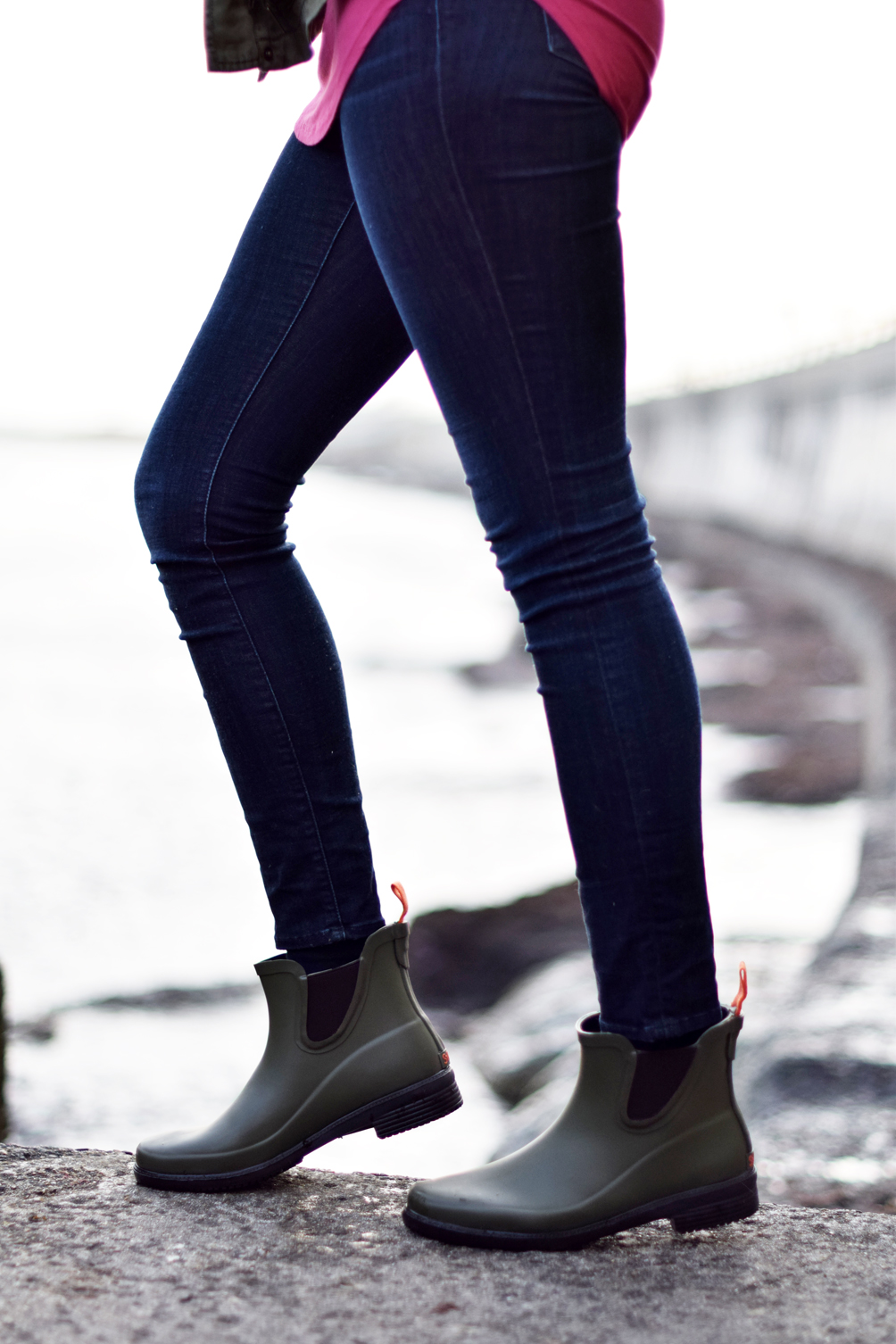 ankle rain boots + skinny jeans - one brass fox