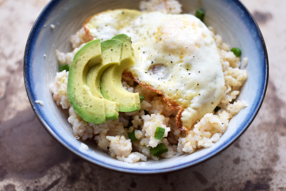 easy fried egg and avocado bowl - one brass fox