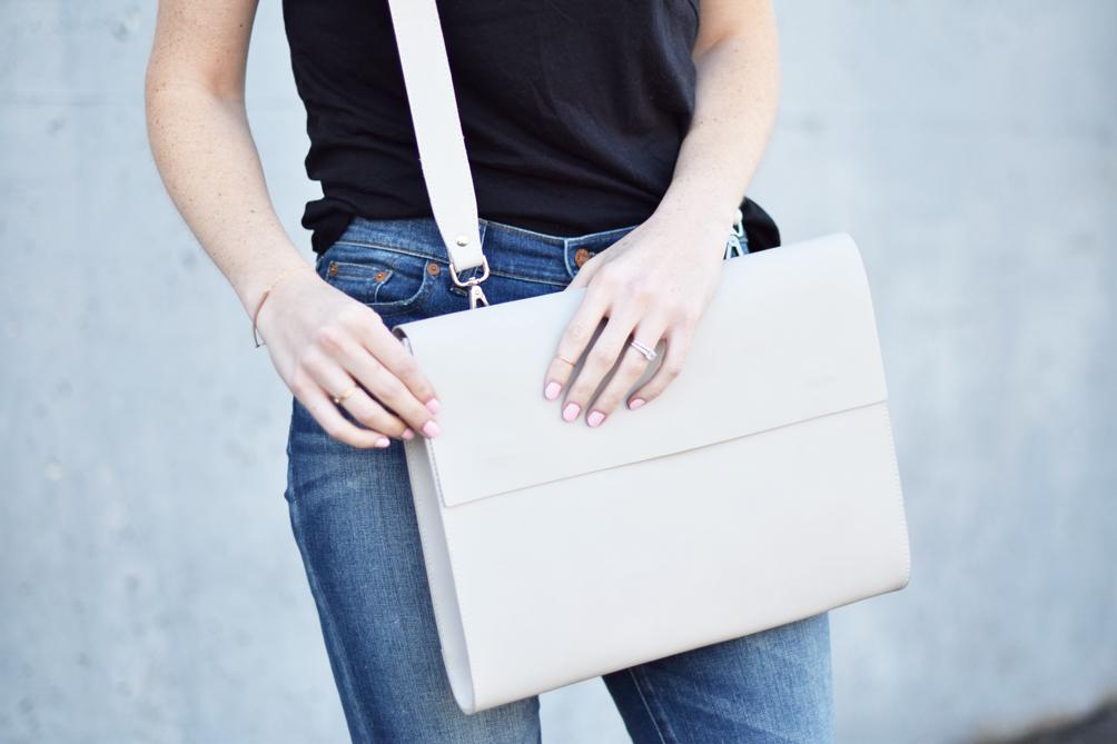 m0851 portfolio bag in chalk - one brass fox