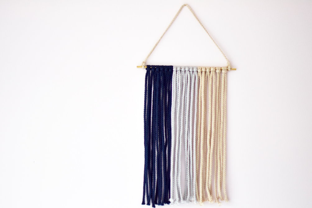 lifestyle blogger Leslie Musser shares an easy diy macrame wall hanging to update your home decor on one brass fox
