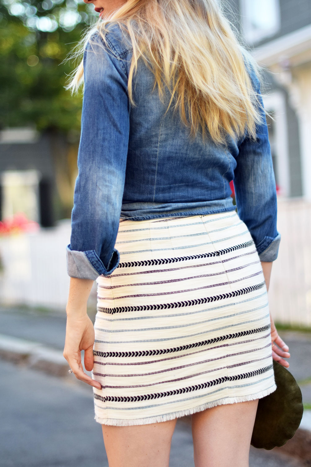 fashion blogger Leslie Musser of one brass fox wears a summer date night look of this chambray shirt, striped fringe wrap skirt, and suede mules