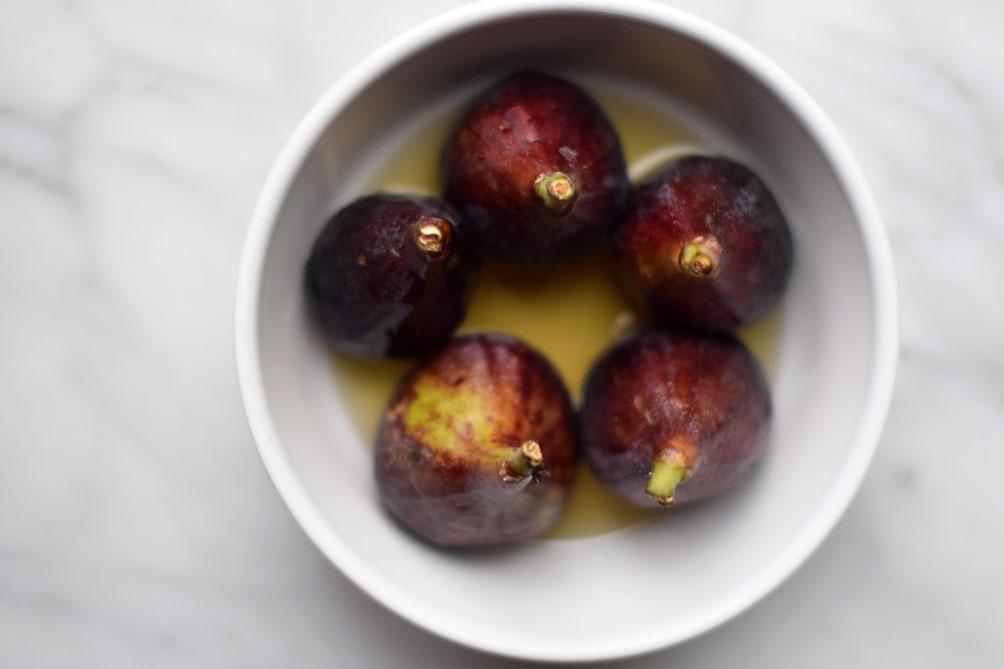 easy and decadent summer recipe for dark chocolate figs mariner with hazelnut crumble