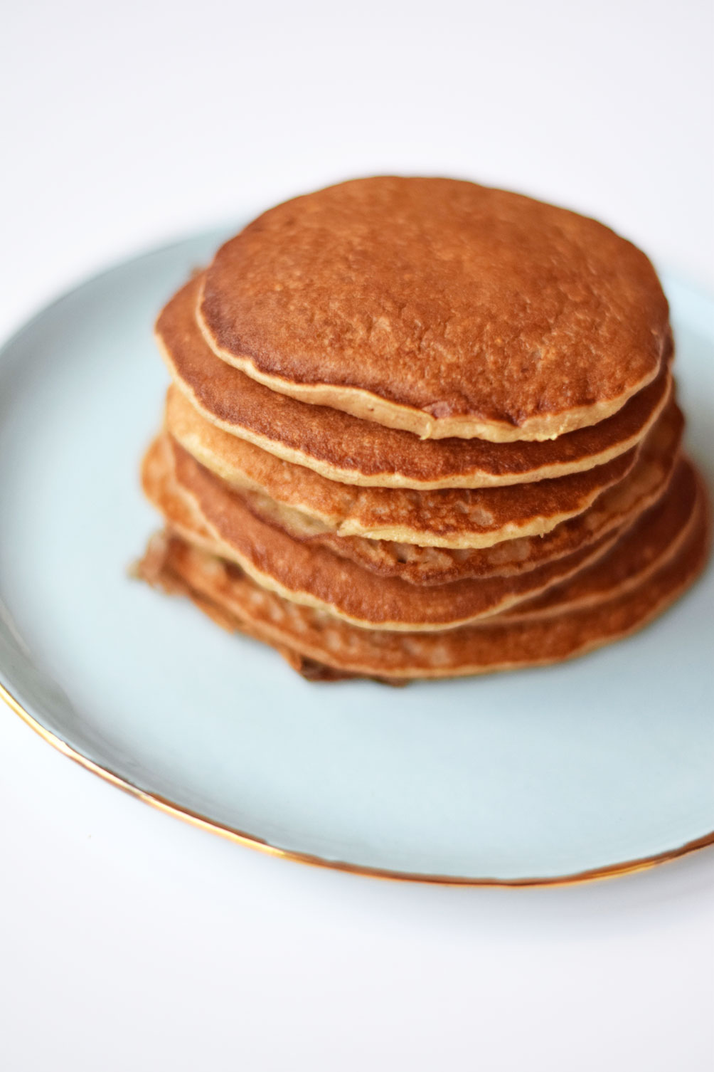 easy and healthy breakfast recipe for blender oat pancakes from lifestyle blogger Leslie Musser of one brass fox