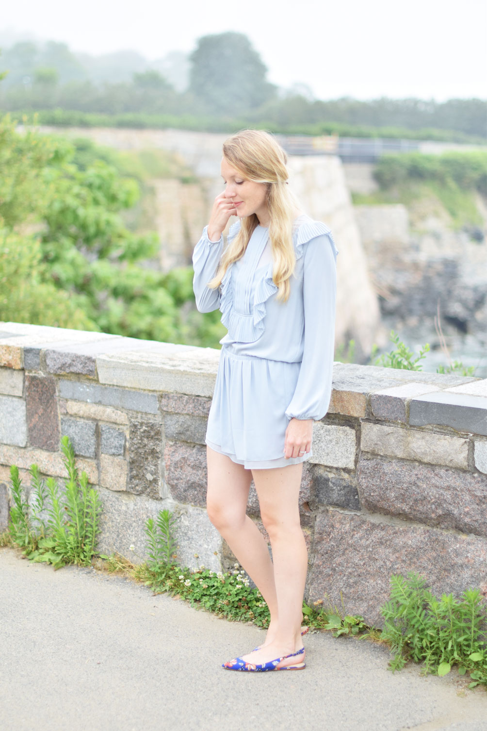 summer outfit with a ruffle bib shift dress, floral slingback flats, and a gold bar hair pin from fashion blogger Leslie Musser, one brass fox