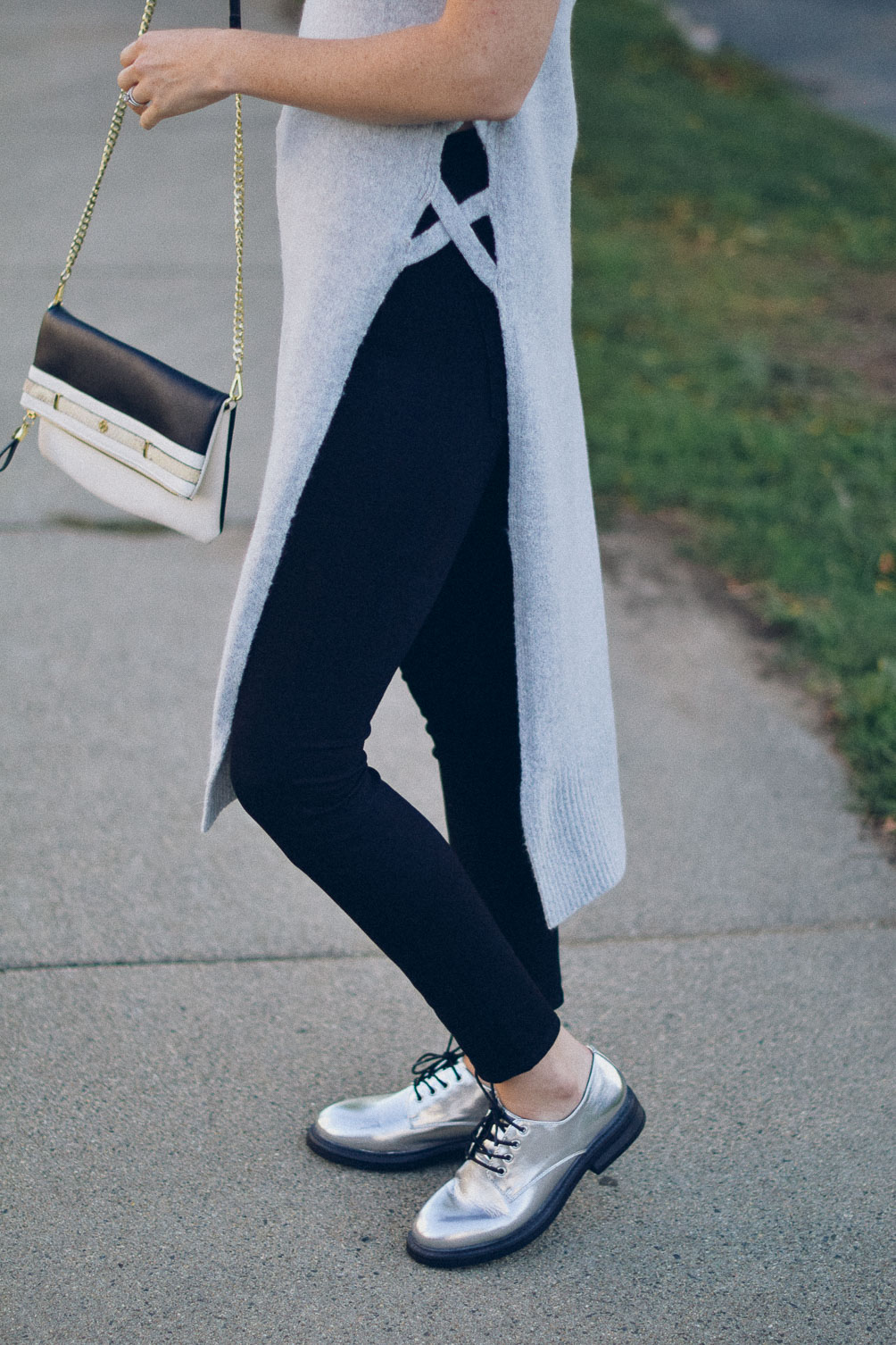 black skinny jeans with metallic oxfords and gold chain crossbody bag on one brass fox