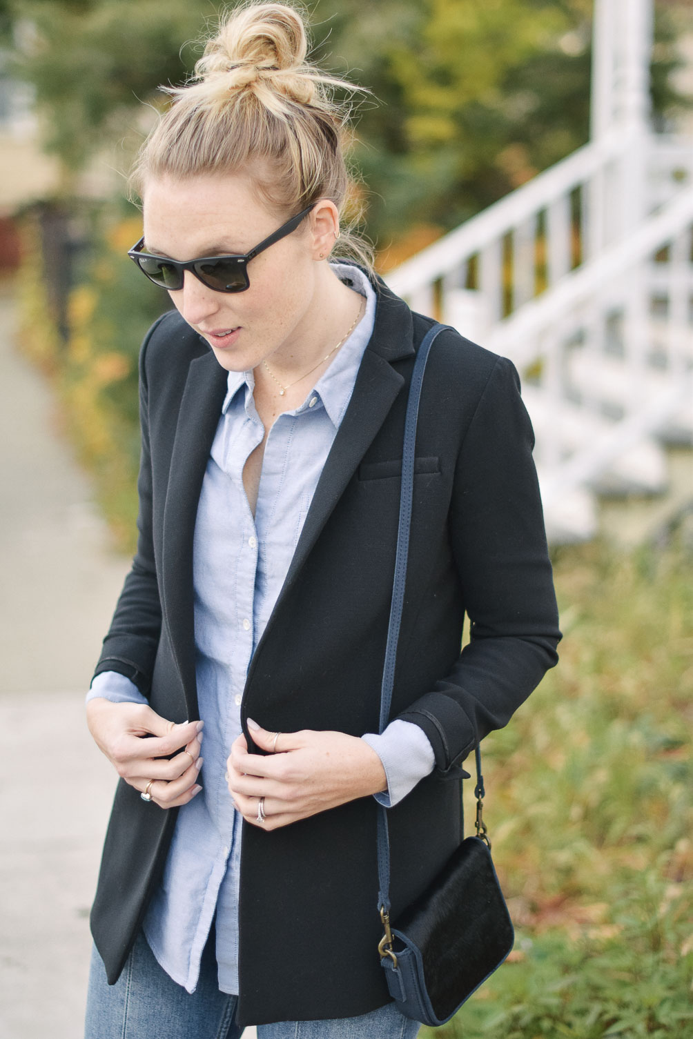 styling a fall blazer outfit with blue jeans and an oxford shirt