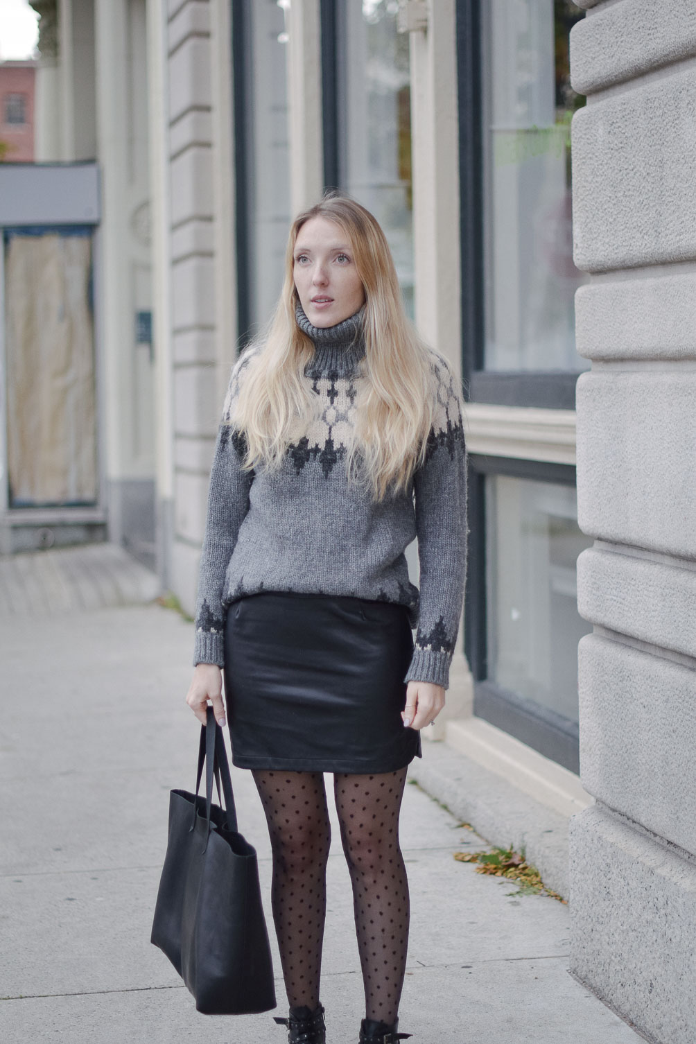 fashion blogger Leslie Musser pulling off statement tights in a cozy winter outfit
