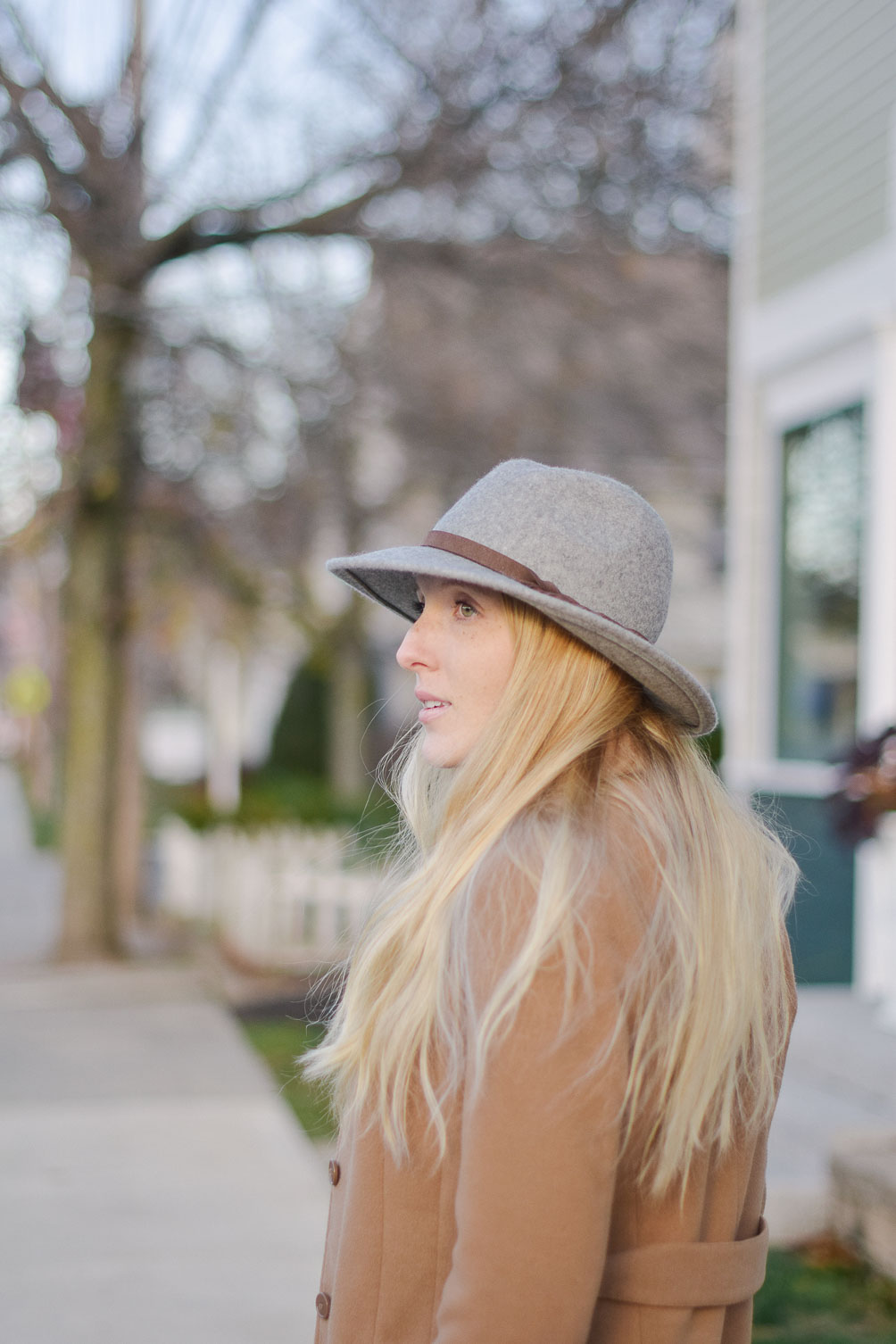 styling a grey felt fedora with camel winter coat