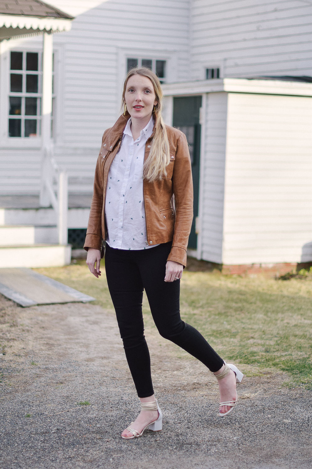 styling easy maternity outfit with cactus print top, skinny jeans, and tan leather jacket