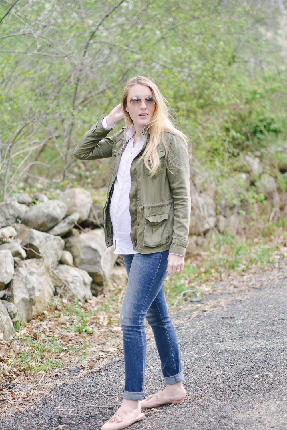 styling spring earth tones in this maternity fashion look with an army green jacket and skinny jeans