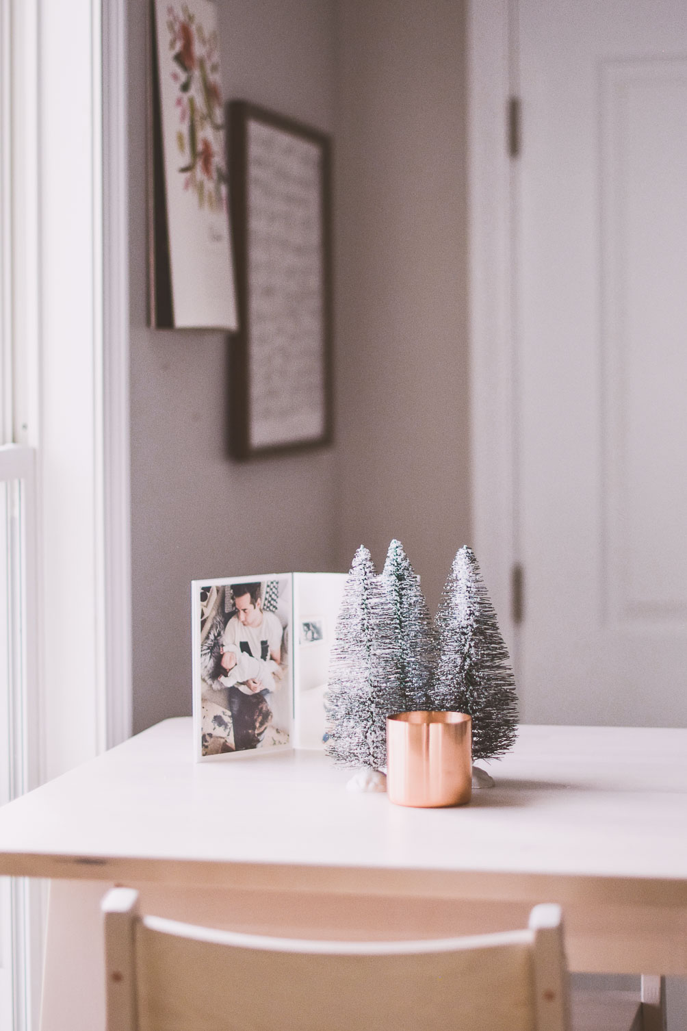 sharing tips for easy holiday decorating ideas on a budget in this mid-century modern home